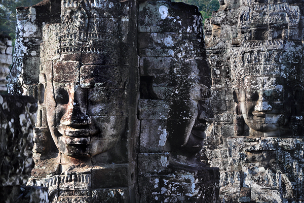 "<span class=""text2"">Buddhist face-towers</span>"
