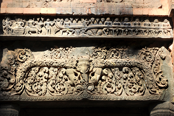 "<span class=""text2"">Lintel carvings</span>"
