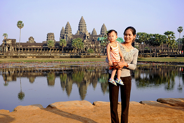 "<span class=""text2"">Angkor Wat mirror pool</span>"