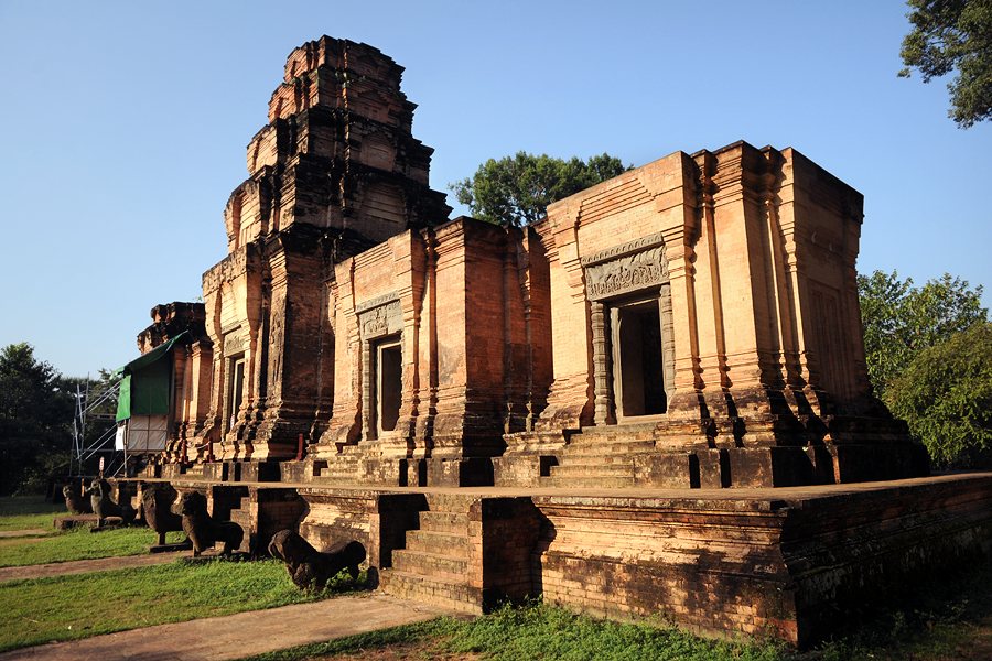 Prasat Kravan five towers