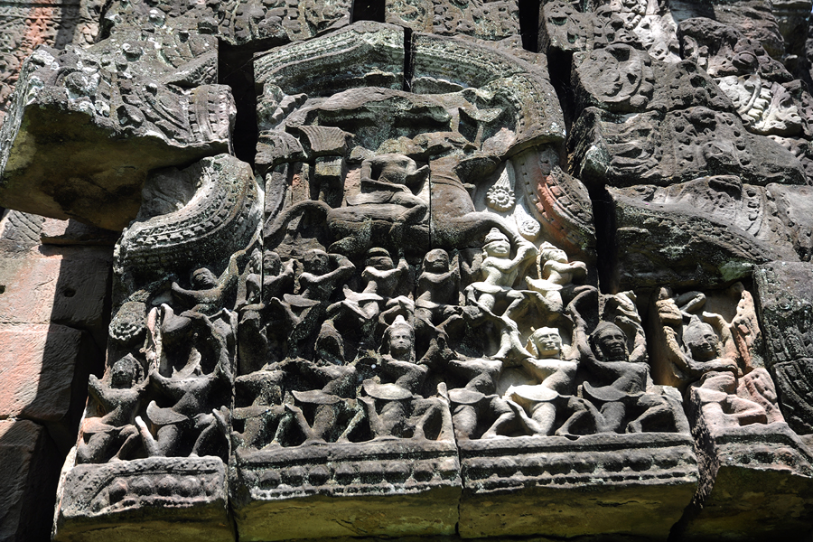 Banteay Thom pediment carving